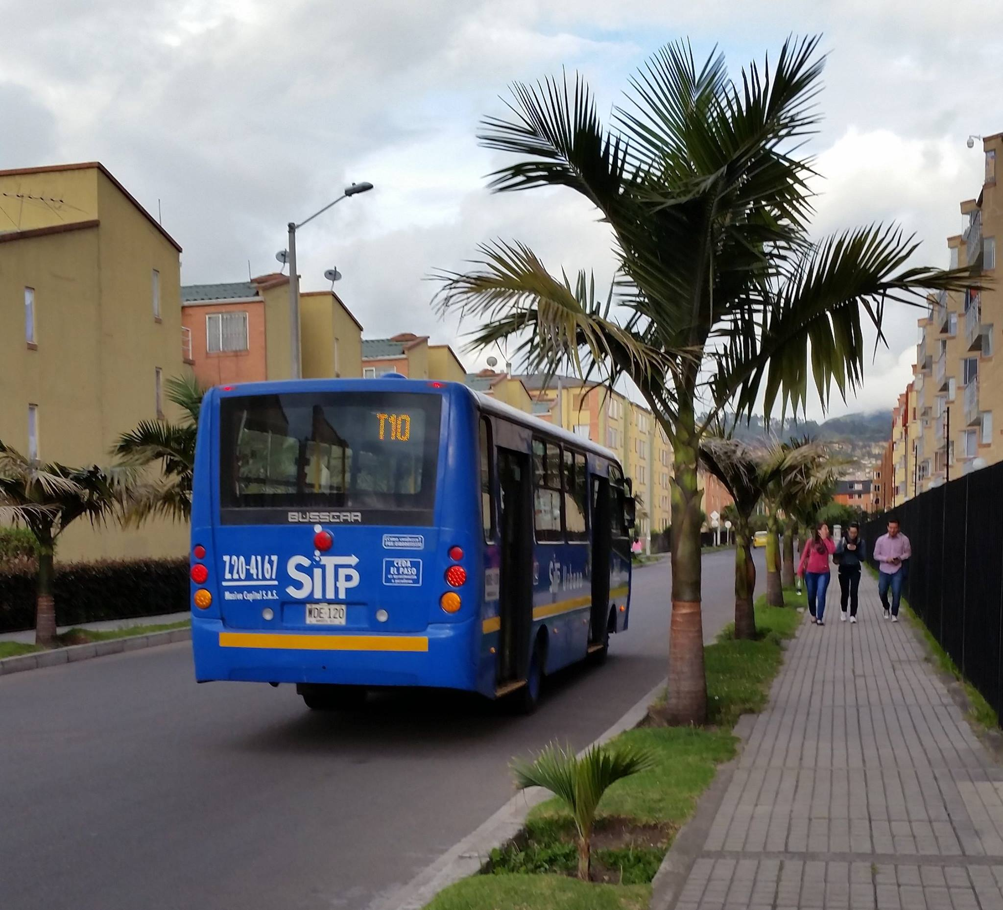 Foto ruta T10 - complementaria, operando con buses azules