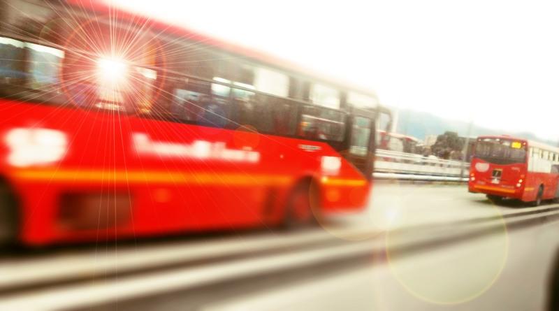 buses_transmi_circulando_avenida