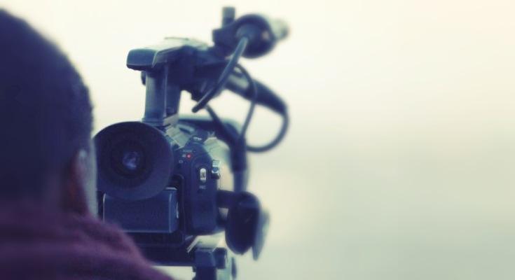 Camarógrafo filmando