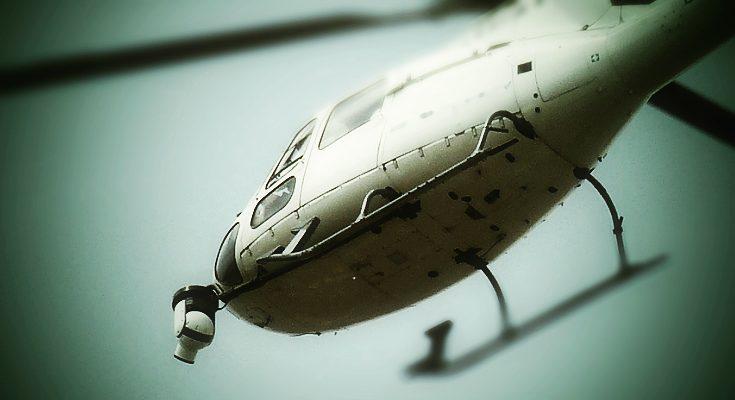 Helicóptero grabando desde el aire