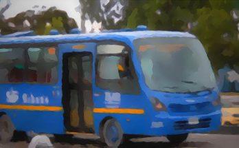 Bus azul, efecto artístico verano
