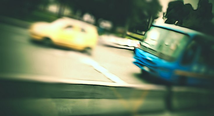 Bus circulando, foto con efecto Raspberry