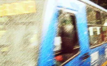Foto bus en primer plano, foto efecto carboncillo