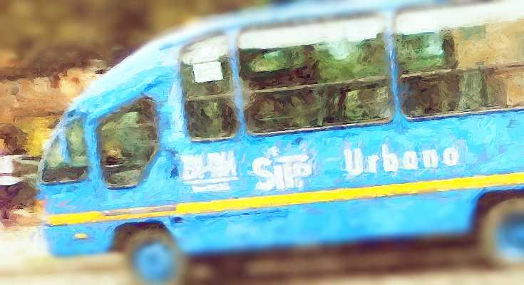 Bus urbano azul en Bogotá