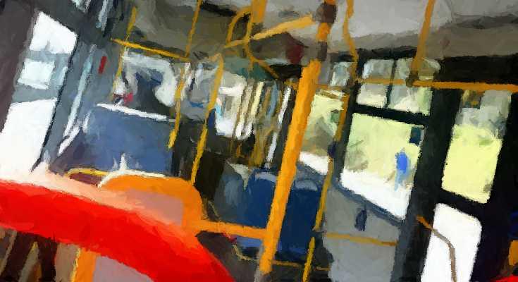 Interior de un bus de transporte público