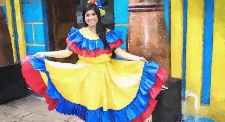 Chica con vestido colombiano tradicional