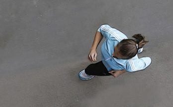 Mujer joven corriendo